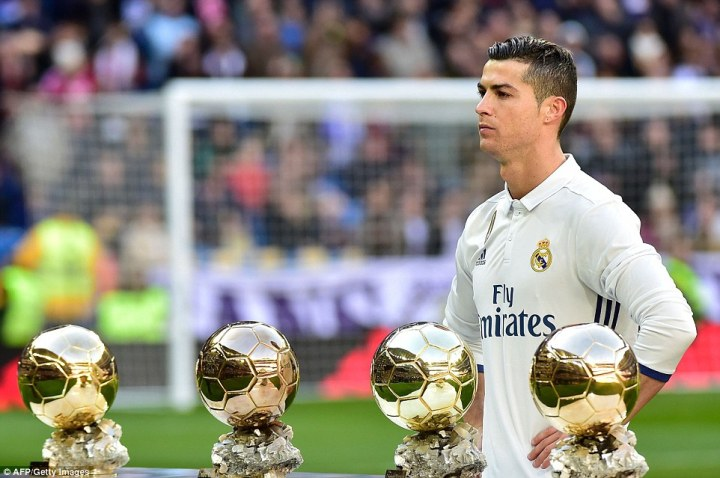470CBE8300000578-5156841-They_will_be_expecting_to_see_Ronaldo_pick_up_his_fifth_Ballon_d-a-1_1512668424603.jpg